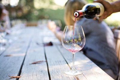 Terras eten wijn