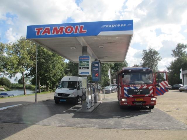 Goedkoopste brandstof uit de regio, en zelf service gratis de banden op spanning brengen !