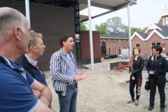 Rondleiding dorpsvenne  (2) Uitvoerder Willem Brouwer, wethouder Jan Oomkes en projectleider Koos Veldkamp