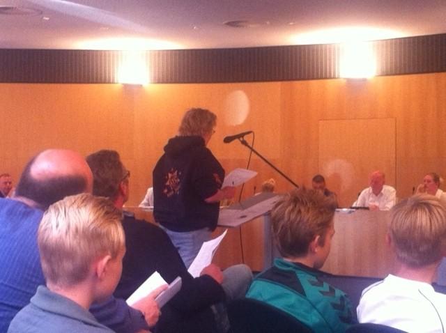 Inspreekster Mevrouw Meijer Drees van de Aduarder tennisclub