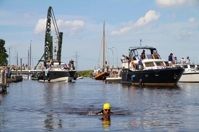 Zwemmen Van Zoutkamp Naar Stad Op Pasta Van Balk Nieuws Welkom