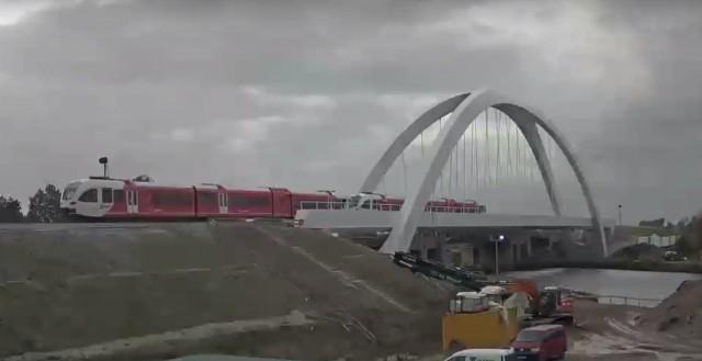 Trein op de brug 1