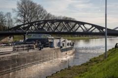 19-4 boot tegen de brug-2