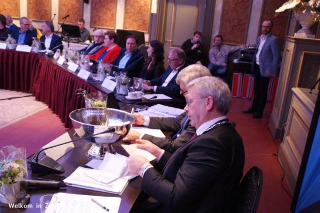 Raadsvergadering-wk-installatie (7)
