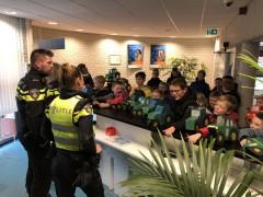 Kids op politiebureau